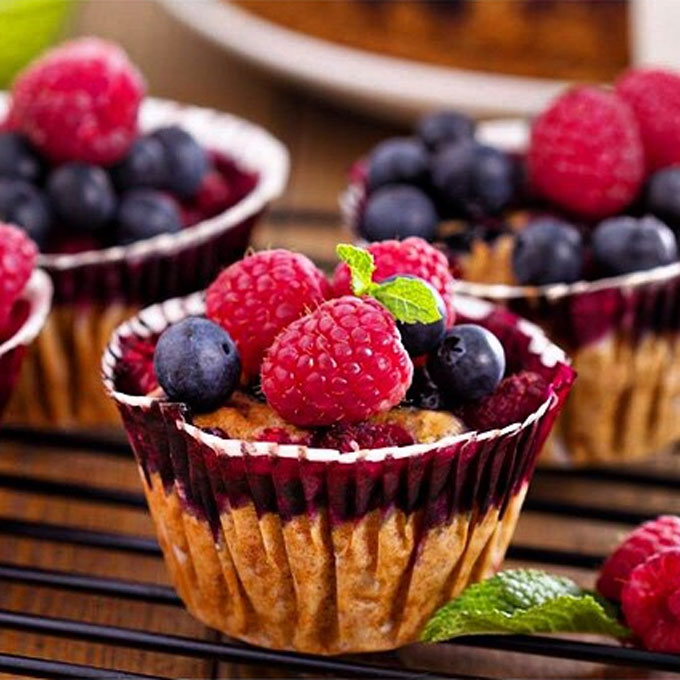 Oatmeal Berry Protein Cakes